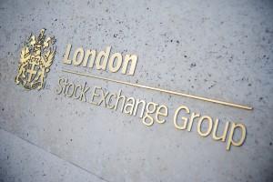 Hlavní index londýnské burzy FTSE 100 stoupl o 0,2 procenta na 7120,26 bodu. To představuje nejvyšší závěrečnou hodnotu v jeho historii. Foto: iStock